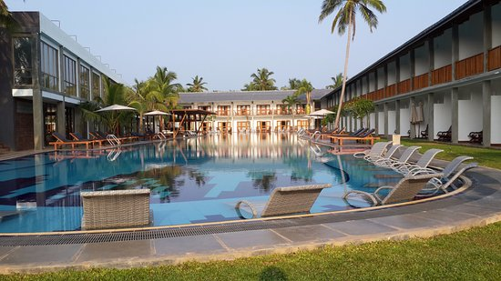 pool view rooms bild von carolina beach hotel chilaw. Black Bedroom Furniture Sets. Home Design Ideas