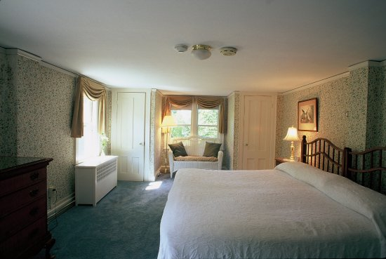 Sunapee, NH: Clean, comfortable, relaxing country accommodations