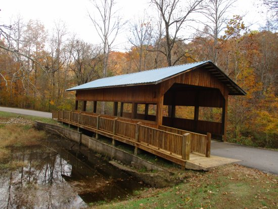 Lawrenceburg, TN: Covered Bridge