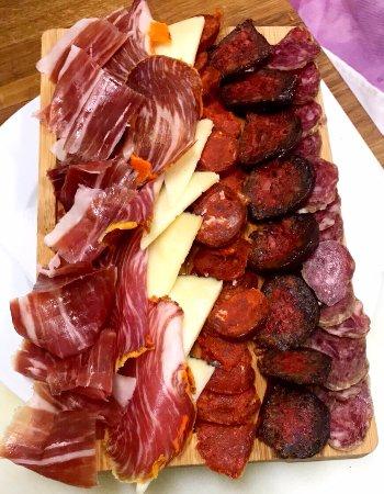 Palleja, Spania: Nuestros Ibéricos, solo o acompañados, en tabla o en plato, buenísimos
