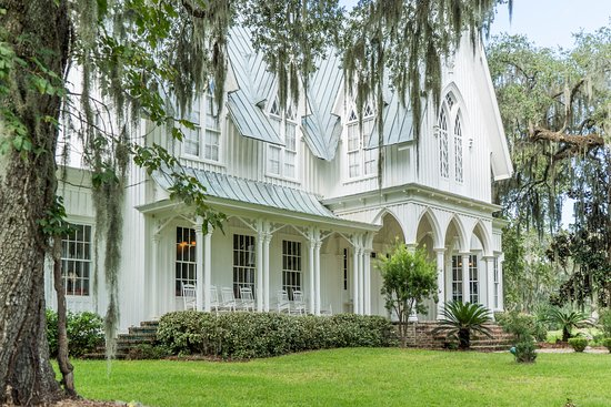 Bluffton, SC: View of the Mansion from entrance road