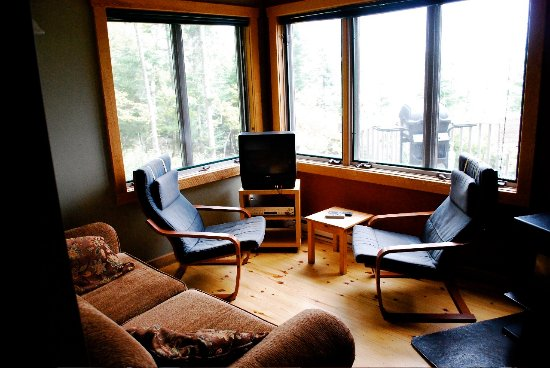 Falcon Lake, Canada: Merlin cabin living room (Photo by Emily Christie)