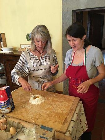 Licciana Nardi, Italy: Mirella is teaching us to make homemade pasta.