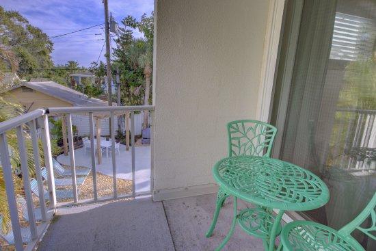 The Inn on Siesta Key: Nest, balcony, looks out into Palms straight ahead