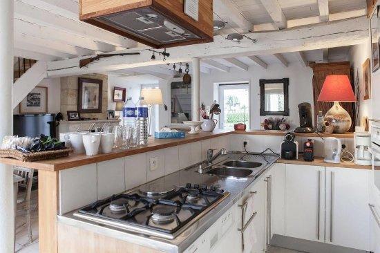 Maison d'hotes Les Batarelles: cuisine de La Petite Maison