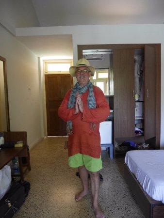 Carina Beach Resort: Basic room limited wardrobe space
