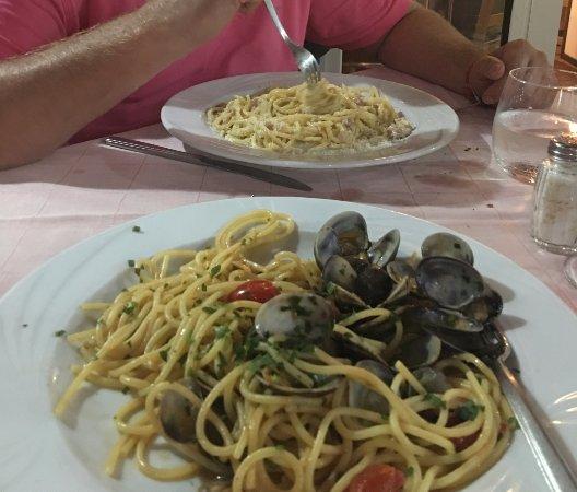 Ristorante S. Antonino: Spaghettie alla Vongole en Spaghetti Carbonara