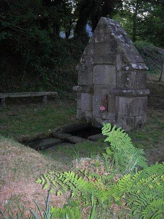 Plozévet, France : La fontaine