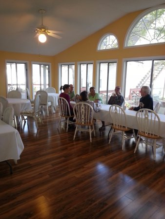 Shelbyville, TN: Breakfast with innkeeper and guests