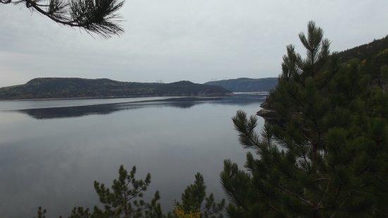 Sacré-Coeur-Saguenay, Canada : Une vue prise sur les sentiers.