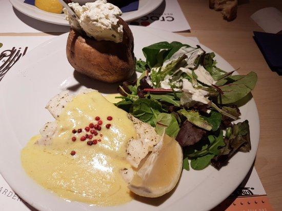 Heillecourt, France : Dos de cabillaudet pomme de terre crème