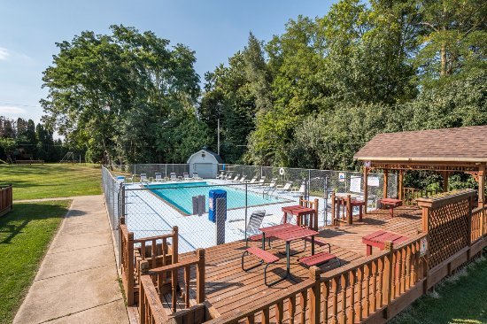 Heated Outdoor Pool W Deck Picture Of Countryside Corporate Apartments Madison Tripadvisor