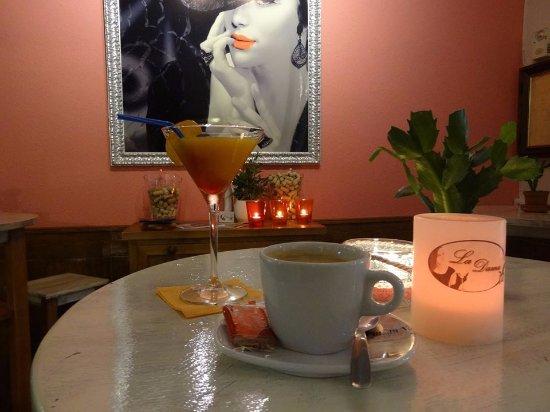 La Dama Algarrobo Costa dentro del restaurante. Un sitio muy acogedor con buenos cócteles.