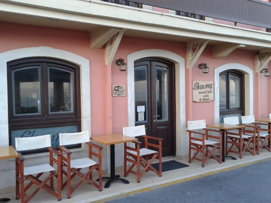 Skouna Beach Bar and Cafe: Main building.