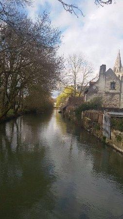 Beaulieu-les-Loches, Francia: Gîte d'Etape Le Presbytère de Beaulieu - Promenade sur le canal