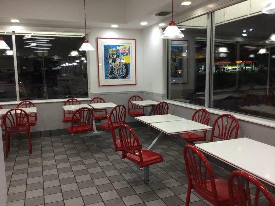 In-N-Out Burger at Petaluma.