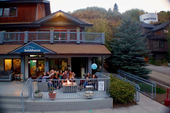 Minturn, Κολοράντο: Front deck and fire pit!