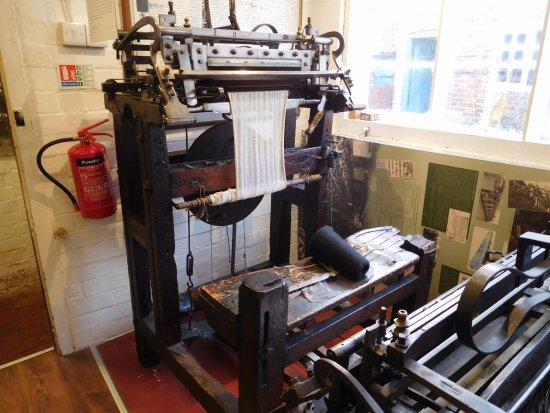 Framework Knitters' Museum: Narrow Frame Knitting Machine