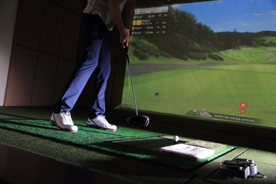 Swing Zone Golf: State-of-the-art Golfzon Simulators