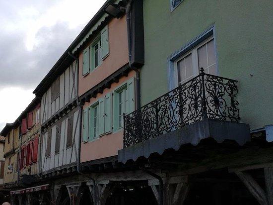 Mirepoix, Frankrike: PLAZA DE LOS PORCHES