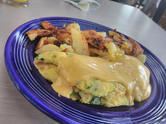 Scotty's on the Strand: Sea food Omelette by the beach