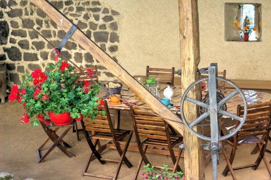 Saint-Bonnet-le-Courreau, Frankrike: table repas extérieur