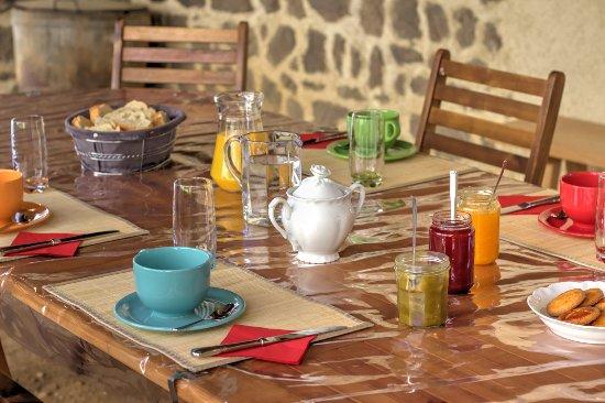 Saint-Bonnet-le-Courreau, Frankrike: petit déjeuner compris dans le prix de la nuitée