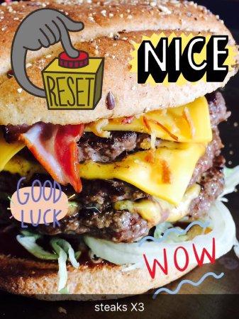 "The Jungle "" Burger Bar & Pizzeria "": Triple steacks"