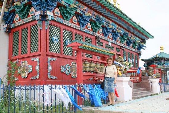 Ivolginsk Datsan (Buddhist Monastery): У храма, где находится нетленный Хамбо Лама Итигэлов