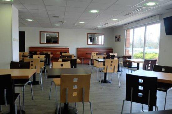 Hôtel Akena City : Salle des petits déjeuners ou des collations
