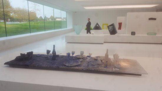 Sars-Poteries, Frankrijk: acervo de arte contemporanea