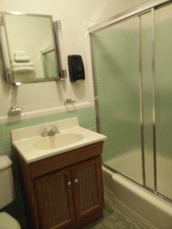 Carthage, MO: Nice clean bathroom