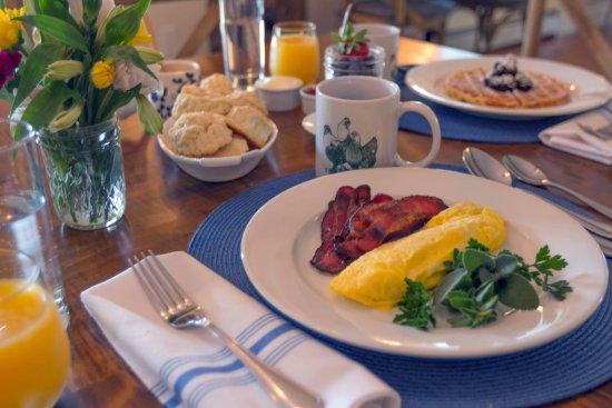 Arlington, VT: Weekday Breakfast at the Inn