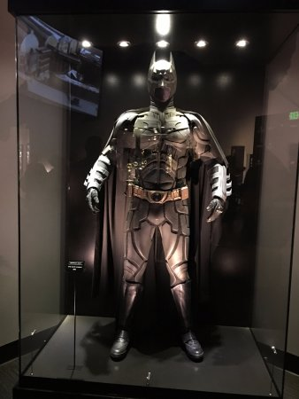 https://media-cdn.tripadvisor.com/media/photo-s/11/3a/5d/ca/batman.jpg