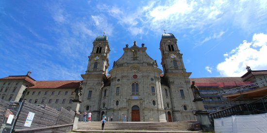 Einsiedeln, Suiza: Front of the monastery