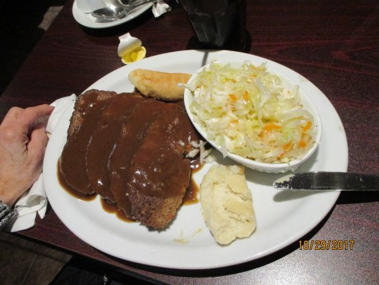 Essex, Kanada: Meatloaf. 4 slices! Excellent fresh coleslaw.