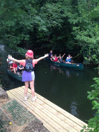East Bergholt, UK: Family Canoeing on The Stour (Suffolk)