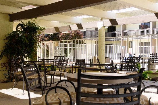 Ridgecrest, CA: Have a nice relaxing time out on our patio.