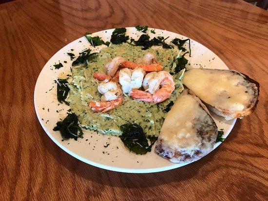 วาซิลลา, อลาสกา: Shrimp Florentine served with garlic cheese bread!