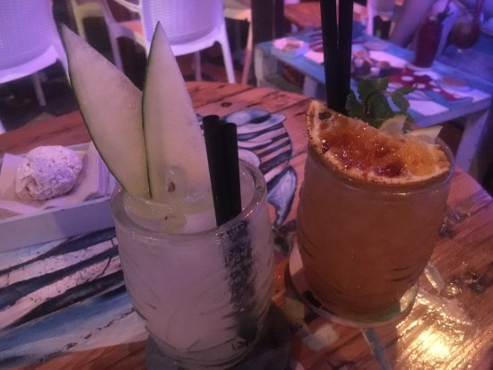Agua Tiki Bar: photo0.jpg