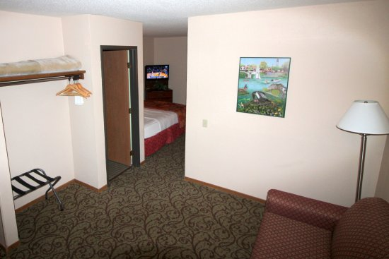 Spicer, MN: Family suite - 2 Queens and sofa sleeper