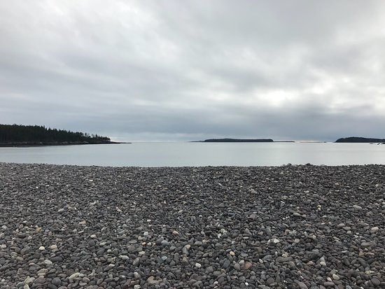 ‪‪Jasper Beach‬: If you love a quiet, remote and stunning beach of rock this is a trip to consider.  The sound of‬
