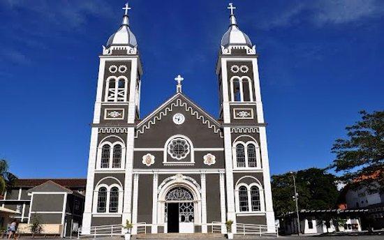 Nova Trento, SC: Igreja Matriz São Virgilio, no centro de Nova Trento. Construída de 1939 a 1942.