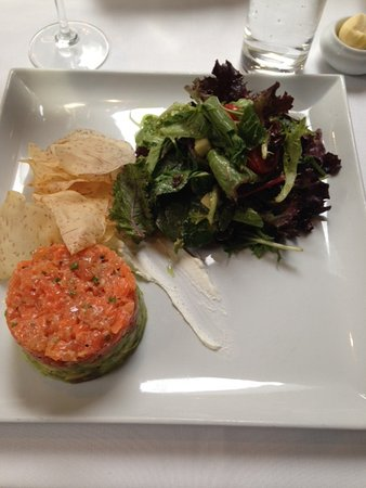 Saint-Lambert, Canada: tartar salmon with salad