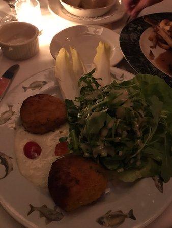 Chez Josephine: Crab Cakes - Awful