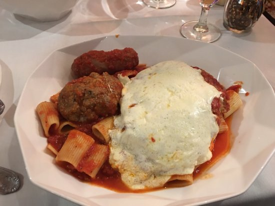 Long Branch, NJ: SUNDAY DINNER AT ROCKERFELLERS, great tasting  just like my Grandmom's Rigatonis, Meatballs, Sau