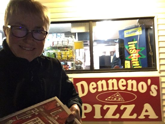 Stoughton, MA: Denneno's Pizza
