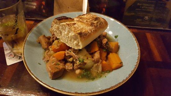 The Laurels Pub: Irish stew