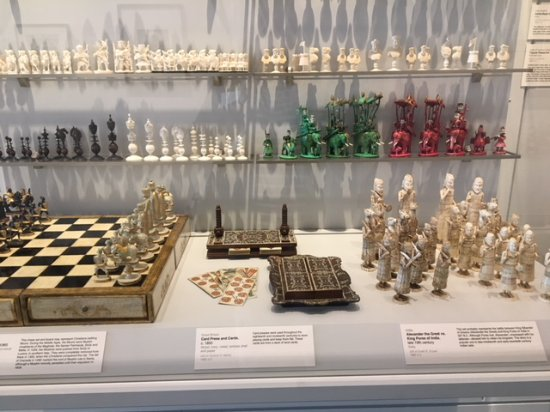 ‪‪Goldendale‬, واشنطن: A Few of the Many International Chess Sets‬