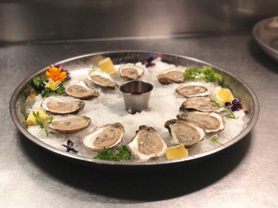 Sackville, Καναδάς: Happy Hour Oysters- 4:30 to 6:00 Half Price